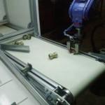 Motoman robot gripper ı parçayı tutacağı doğru yeri düşünüyor...