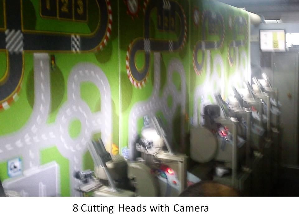 8 adet kesici kafa ve üzerindeki kamera ve aydınlatmalar
